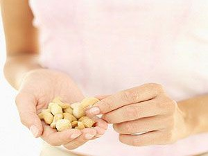 Кому можно применять орешки?